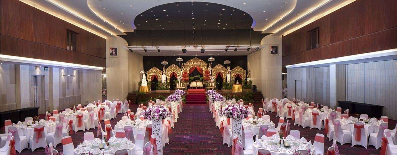 Ballroom wedding set up